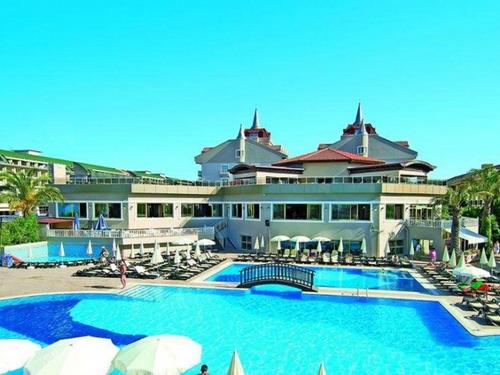Почивка в Белек, Турция - Aydinbey Famous Resort 5 * хотел 5•