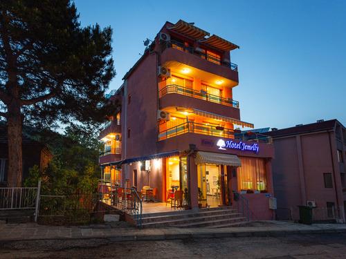 Почивка в Обзор, България - Семеен хотел Джемелли 2•